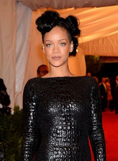Rihanna's retro hair and glowy makeup. #beauty