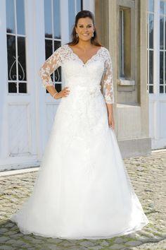 00b34faa8c55b2 Brautkleider große Größen 2019 erhältlich bei Bösckens in Erkelenz  Brautkleider Xxl, Mode Große Größen,