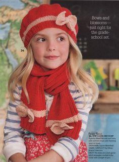 Берет и шарфик с бантиками