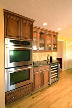 Kitchen remodel in Suffield, Connecticut. Designed by Don Roy, owner of Custom Marble Kitchens and Baths in Agawam, Massachussetts. Fieldstone Cabinetry Sheyenne door style in Alder finished in Oregano with Chocolate glaze.
