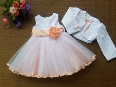 vestido para bebe + torerita - bautismo - cortejos- fiestas Little Girl Dresses, Girls Dresses, Flower Girl Dresses, Little Girl Fashion, Kids Fashion, Dress Anak, Baby Dress Design, Kids Frocks, Princess Outfits