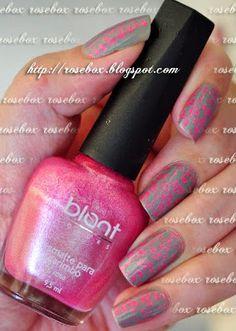 carimbada com esmalte Blant rosa