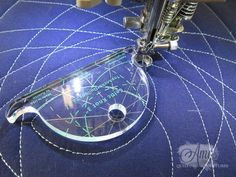 Use rulers to guide free motion quilting on a sewing machine. : Use rulers to guide free motion quilting on a sewing machine. Machine Quilting Patterns, Quilting Templates, Quilting Tutorials, Quilt Patterns, Quilting Tips, Longarm Quilting, Walking Foot Quilting, Quilting Rulers, Quilt Stitching