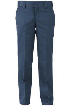 Pantaloni asian blu scuro 873 Slim Straight Work Pants di #Dickies sono perfetti sia per il lavoro che per gli impegni di tutti i giorni e vestono bene a tutti. Le quattro tasche offrono molto spazio per portafoglio e chiavi.