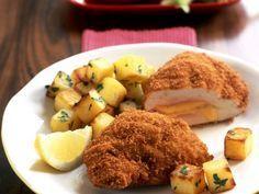 Gefülltes Putenschnitzel (Cordon bleu) mit gebratenen Kartoffeln ist ein Rezept mit frischen Zutaten aus der Kategorie Pute. Probieren Sie dieses und weitere Rezepte von EAT SMARTER!
