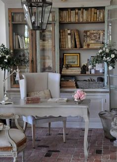 Home Office Library French Country Cottage French Country Living Room, French Country Cottage, French Country Style, Cottage Chic, Cottage Living, Country Charm, Modern Country, Country Farmhouse, French Decor