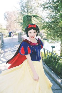 Character: Snow White / From: Walt Disney Animation Studios 'Snow White' / Cosplayer: Unknown