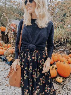 How to Create a Minimalist Capsule Wardrobe Modest Outfits, Boho Outfits, Modest Fashion, Cute Outfits, Fashion Outfits, Womens Fashion, Fall Fashion Women, Floral Skirt Outfits, Boho Fashion Fall