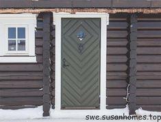 Bilderesultat for hyttedør Timber House, Windows And Doors, Garage Doors, Rustic, Architecture, Glass, Outdoor Decor, Home Decor, Mountain