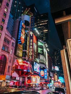 End your 4 days in New York by watching a Broadway show - Broadway at night Night Aesthetic, City Aesthetic, Travel Aesthetic, New York Life, Nyc Life, New York Art, New York Wallpaper, New York Night, New York Pictures