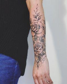 Valery Boisvert on Bras fleural! Rose Vine Tattoos, Rose Tattoos On Wrist, Forearm Flower Tattoo, Forearm Sleeve Tattoos, Wrist Tattoos For Women, Women Forearm Tattoo, Tattoo Floral, Flower Tattoos, Tatuajes Irezumi