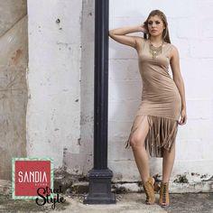 Hoy es un excelente día para pasar por SandiaStore y llevarte nuestras bellezas en vestidos, blusas, zapatos y más!! Recuerda que seguimos con 30% de descuento!!✨