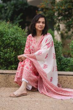 🌸Rose Pink Kamal Handblock Kurta-Dupatta Set🌸 The set comes with a breathable A-line kurta with eternal lotus jaal hand block motifs with a… Indian Fashion Dresses, Dress Indian Style, Indian Designer Outfits, Fashion Wear, Indian Outfits, Designer Dresses, Girl Fashion, Simple Indian Suits, Kurti Designs Party Wear