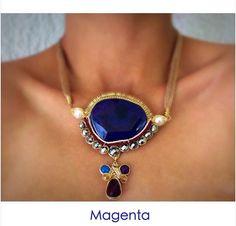 Hermoso collar hecho a mano con jade, perlas y cristales en chapa de oro! Hecho en México  Magenta joyería