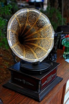 I would buy records for this beauty. Retro Record Player, Record Players, Edison Phonograph, Vintage Classics, Vintage Records, Gifts For Brother, Aesthetic Room Decor, Best Friend Gifts, Sleep