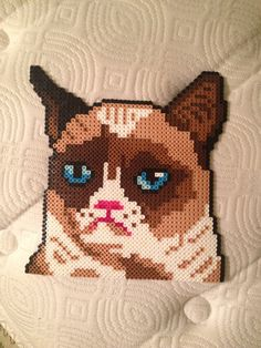 Grumpy Cat Perler bead sprite by phandomsgalore