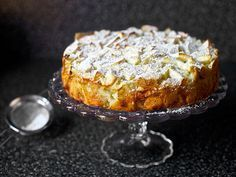 Russian Apple Cake = Apple Sharlotka, many thanks from Smitten Kitchen Apple Desserts, Apple Recipes, No Bake Desserts, Just Desserts, Sweet Recipes, Baking Recipes, Whole Food Recipes, Delicious Desserts, Dessert Recipes