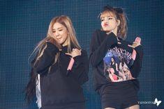 Imagem de blackpink, lalisa manoban, and park chaeyoung Kim Jennie, Jenny Kim, Blackpink Fashion, Korean Fashion, Blackpink Concert, South Korean Girls, Korean Girl Groups, K Pop, Lady Gaga