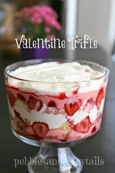 Easy Valentine Trifle An simple yet fancy Valentine dessert. Pink and red trifle to celebrate Valentine's day! - THE BEST DESSERT! Easy Valentine Trifle that everyone loves! Valentine Desserts, Valentines Day Food, Mini Desserts, Trifle Desserts, Valentine Treats, Dessert Recipes, Valentines Recipes, Dessert Trifles, Chocolate Desserts