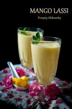 Mango Lassi (Azjatycki koktajl z mango). Smoothie Drinks, Healthy Smoothies, Mango Lassi, Breakfast Options, Fruits And Veggies, Raw Food Recipes, Food And Drink, Vegetarian, Sweet