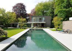 Dieses moderne Anwesen in Belgien besticht mit zeitloser Schönheit.