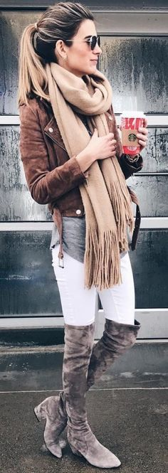 I love everything about this photo and outfit 👌🏿👌🏿👌🏿👌🏿 / Brown Jacket / Beige Fringe Scarf / White Slkinny Jeans / Grey OTK Boots Casual Winter, Fall Winter Outfits, Autumn Winter Fashion, Winter Style, Winter Boots, Winter Clothes, Winter Wear, Winter Outfits For Teen Girls Cold, Winter Dresses