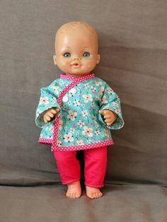 Un ensemble pantalon kimono pour poupée de 38 cm