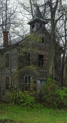 Old Abandoned Buildings, Abandoned Castles, Abandoned Mansions, Old Buildings, Abandoned Places, Creepy Houses, Ghost House, Spooky Places, American Gothic