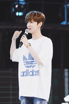 Luhan 鹿晗 at Adidas originals Product Launch Event Hunhan, Exo Ot12, Exo Kokobop, Chanyeol, Yixing, Chen, How To Look Better, Handsome, Kpop