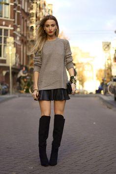 Saia couro + blusa crochê