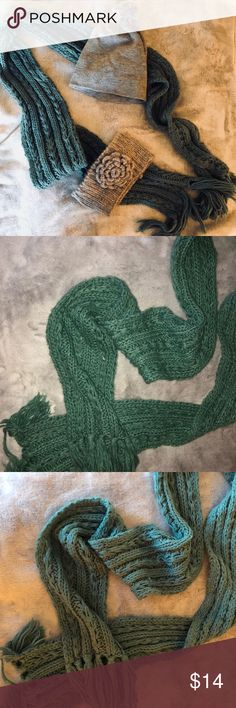 Teal chunky knit scarf Cozy and cute for winter! Accessories Scarves & Wraps