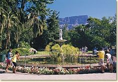Company's Garden Park in Cape Town. Explore the South African Museum with Planetarium, the National Gallery, the Jewish Mueum and the Parliament. African Museum, Garden Park, Online Travel, Most Beautiful Cities, Cape Town, Old Houses, South Africa, Dolores Park, Explore