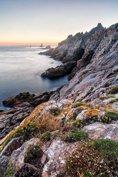 This photo from Bretagne, West is titled 'Pointe du Raz'. Pointe Du Raz, La Pointe, Photo Bretagne, Brittany France, Ville France, Celebrity Travel, Portugal Travel, France Travel, Beautiful Landscapes