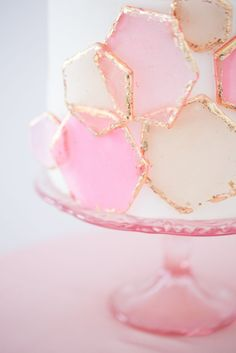 Cake with fun geometric pink and gold design, crisp and fresh style, on trend with the metallic details and pastel tones. Cake decorating and party inspo