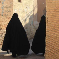 Arab Girls Hijab, Girl Hijab, Muslim Girls, Stylish Hijab, Anime Muslim, Hijab Niqab, Islamic Girl, Islamic Pictures, Girl Photography Poses