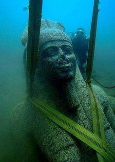 Un chercheur a trouvé ça au fond de l'océan ! Franchement, c'est du domaine de la science-fiction...