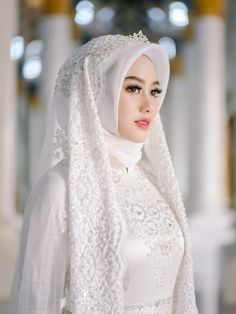 Adorable wedding hijab style you will love 74 Muslim Wedding Gown, Hijabi Wedding, Wedding Hijab Styles, Muslimah Wedding Dress, Hijab Style Dress, Muslim Wedding Dresses, Muslim Brides, Bridal Dresses, Hijab Chic