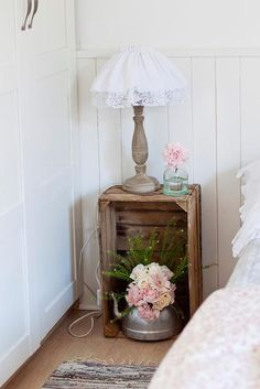 Crate bedside table - also love the lamp! Warm Home Decor, Diy Home Decor, My Home Design, House Design, Crate Bookshelf, Country Decor, Decoration, Home Projects, Home Remodeling