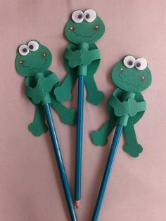 Sapo Diy Crafts Slime, Slime Craft, Cute Crafts, Diy And Crafts, Crafts For Kids, Arts And Crafts, Paper Crafts, Pencil Topper Crafts, Pencil Crafts