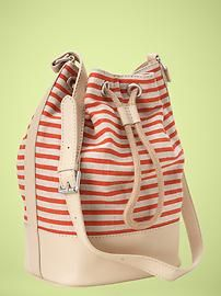 love a nice bucket bag