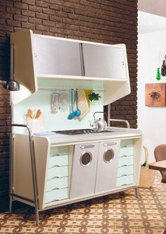 64 Visible Modern Home Decor Retro - 2019 Decor Ideas Modern Kitchen Ovens, Mid Century Modern Kitchen, Mid Century Modern Design, Retro Pink Kitchens, Oven Design, Vintage Stoves, Vintage Interiors, Retro Home Decor, Retro Furniture