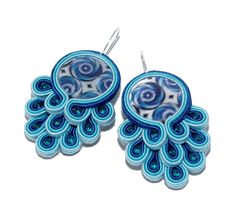 'Blue Peacock' soutache earrings with mother of pearl.so very beachy glam. Quilling Jewelry, Jewelry Crafts, Beaded Jewelry, Unique Jewelry, Soutache Tutorial, Earring Tutorial, Soutache Earrings, Etsy Earrings, Quiling Earings