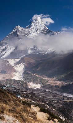 Ama Dablam Peak . Himalayas . Nepal