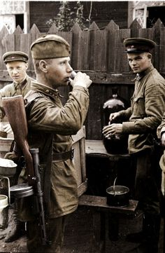 ARMATA ROSSA - Drink after a hard battle. The soldier is armed witha PDD Submachine gun