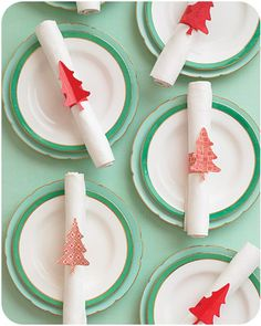 Print out these tree napkin rings to easily spruce up your table. | 26 Last-Minute DIY Christmas Hacks