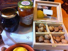 4 tipi diversi di mandorle; miele di fiori di mandorle - Fiera del Fico Mandorlato 2013