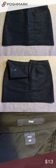 "Size 00 women's GAP skirt! This is a gently used item that is still in excellent condition. Black on black and super stylish! No pockets, zipper on back. 15"" length.Any other questions, please feel free to ask! Happy shopping! GAP Skirts Midi"