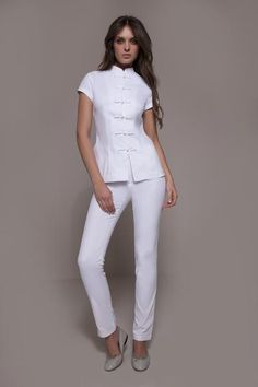 The Shanghai & Cordoba is a Fashionable spa uniform that amazes by its freshness, elegance & style! It perfectly matches any spa, wellness, medical centers with an oriental flair. Salon Uniform, Spa Uniform, Medical Uniforms, Work Uniforms, Beauty Uniforms, Scrubs Outfit, Look Office, Uniform Design, Spa Design