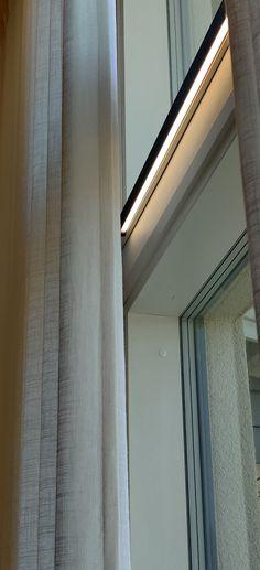 Oletko jo käynyt Tuusulan Asuntomessuilla? Keudan kohteessa pääset näkemään monipuolista ja kekseliästä valojen käyttöä! Limente LED DUO -profiilivalaisinta voit käyttää kätevästi luomaan tunnelmavalaistusta vaikkapa näin ikkunan karmin päällä 💡 Kohteen on suunnitelut @katariinaleppilampi #limente #limentelights #LED-DUO #keittiö #keittiönvalaistus #LED #Tuusula #Asuntomessut2020 Koti, Led, Karma, Curtains, Home Decor, Blinds, Decoration Home, Room Decor, Draping
