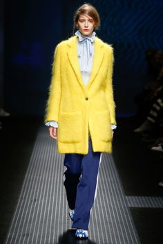 See all the Collection photos from MSGM Autumn/Winter 2015 Ready-To-Wear now on British Vogue Runway Fashion, High Fashion, Fashion Show, Womens Fashion, Fashion 2015, Fashion Weeks, Milan Fashion, Look 2015, Walk Of Shame